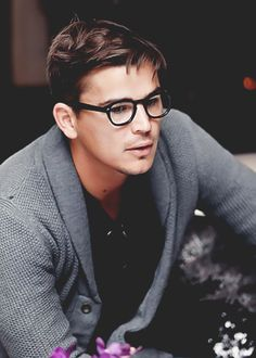 josh hartnett. I love him in Pearl Harbor. One of my favorite movies!