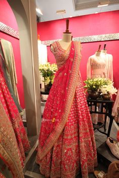 Vogue Wedding Show 2018 Red gota patti Anita Dongre lehenga. Vogue Wedding Show Indian Bridal Outfits, Indian Bridal Lehenga, Red Lehenga, Indian Bridal Fashion, Wedding Lehnga, Gota Patti Lehenga, Wedding Dresses, Wedding Hijab, Wedding Wear