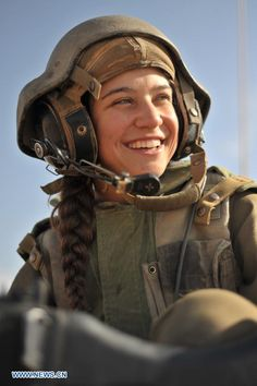 ISRAEL-TANK-FEMALE SOLDIER
