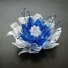 PET brož chladná květina