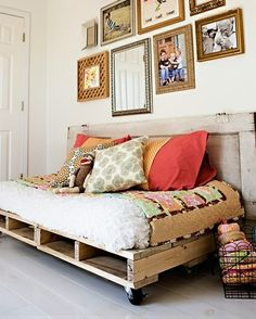 1000 images about pallet beds on pinterest pallet day for Sofa palets ikea