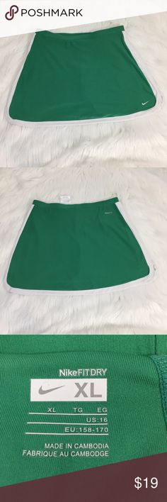 "Nike fit dry tennis skirt girls XL, fits women XS Nike quality fit dry tennis skirt sz XL.  Fits women's XS or S.  Approximate flat lay measurements: waist/hip 14"", waist to hem 14"". Nike Bottoms Skirts"