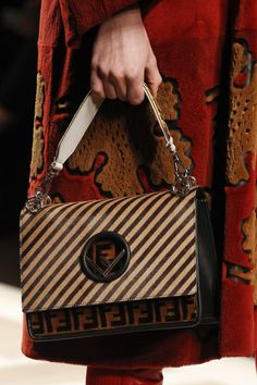 See detail photos for Fendi Fall 2017 Ready-to-Wear collection. 2017  Handbags 5a6cf2e28c