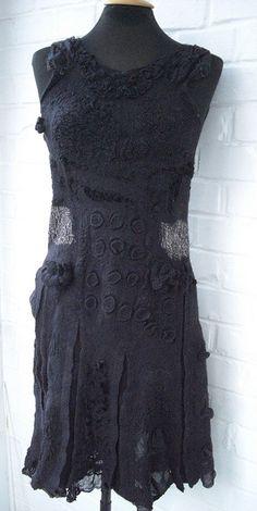 schwarzes Kleid by gaja-filzdesign, via Flickr