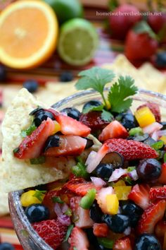 Berry Salsa for your Cinco de Mayo celebration, full of flavor, colorful, and healthy too! #cincodemayo