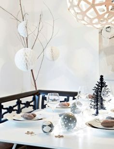 Decoración navideña nórdica en blanco