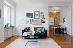 Pops of pattern in a minimalist apartment | Alvhem Mäkleri och Interiör