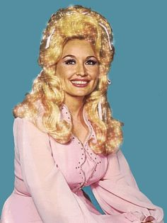 Dolly Parton sparkly hair GIF - love the pink, so classy Miss Dolly! Dolly Parton, Country Singers, Country Music, Divas Pop, Musica Country, It's All Happening, Kacey Musgraves, Hello Dolly, Pink Love