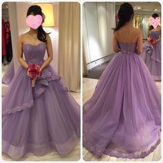このドレスと今予約しているドレスとで迷走中(_) こちらもグランマニエさんのでブリジットバルドーというドレス 先ほどのピンクとは雰囲気が変わり大人っぽい印象 ビージングがとっても素敵 ショーで気になり自分には似合わないと思いつつ着てみたら案外イケるかも 形も綺麗でかなり迷ってます 式まで時間がなく今週中に答えをだねば(_) #ウェディングドレス#グランマニエ#ドレス迷子 by ellie_wd