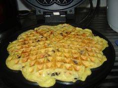 Waffle pizza – o gustare deosebită – floridemandarin Best Pastry Recipe, Pastry Recipes, Cooking Recipes, Brunch Recipes, Baby Food Recipes, Waffle Pizza, Good Food, Yummy Food, Waffle Iron