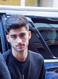Find and save inspirational imagery of former One Direction member Zayn Malik. Zayn Malik Style, Zayn Malik Photos, Zany Malik, Zayn Malik Hairstyle, Ex One Direction, Bad Boys, Handsome, Celebs, Singer