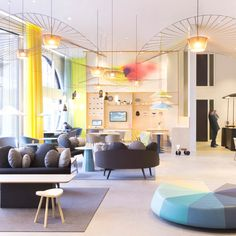 A La Haye et à Paris, la designer Constance Guisset a imaginé un nouveau concept de services généraux pour Suite Novotel. Une approche qui vise à penser l'hôtel tel une maison, avec tout le confort domestique à disposition dans un univ...