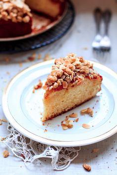 Ciasto migdałowe z jabłkami, konfiturą z gorzkiej pomarańczy i owsianą kruszonką #MagazynGRYZ #gryz