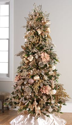 Pink Christmas Tree Decorations, Rose Gold Christmas Tree, Christmas Tree Images, Elegant Christmas Trees, Christmas Tree Inspiration, Colorful Christmas Tree, Noel Christmas, Rustic Christmas, White Christmas