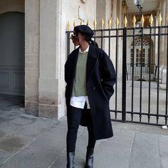 Aïda | french Minimalist style (@basicstouch) • Photos et vidéos Instagram Minimalist Fashion, Minimalist Style, Fashion Looks, Normcore, Photoshoot, Photo And Video, Fall Winter, French, Shots