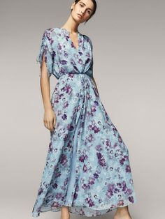 Fall Winter 2017 Women´s FLORAL PRINT DRESS at Massimo Dutti for 59.9. Effortless elegance!
