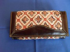 Billetera Zoom Zoom, Crochet Bags, Purses And Bags, Zip Around Wallet, Projects To Try, Mary, Embroidery, Leather, Accessories