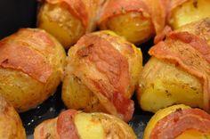 Baconkartofler. Jaaah! Her får du lige et tip til små krydrede baconkartofler. Trænger du til at skrue lidt op for alle tangenter til en middag, så prøv med disse små lækre kartofler. Jeg lavede dem i weekenden til nogle