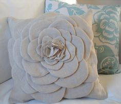 diy flower pillow - tutorial I am trying this! Diy Throws, Diy Throw Pillows, Cute Pillows, Sewing Pillows, Decorative Pillows, Decor Pillows, Burlap Pillows, Floral Pillows, Stenciled Pillows