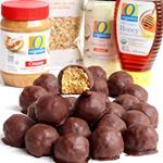 peanut butter balls made healthier with just 5 ingredients: granola, peanut butter, honey, dark chocolate & coconut oil an easy & oh so delicious recipe for the holidays or any days that i created in partnership with my friends @albertsons & @tomthumbtx using our favorite O Organics products ❤️ recipe link in profile  #seasonseatings #sponsored . . http://thebakermama.com/recipes/healthy-5-ingredient-dark-chocolate-peanut-butter-balls/