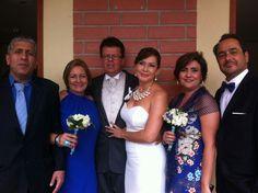 El amor no sólo brilla entre los nuevos esposos. Bridesmaid Dresses, Wedding Dresses, Fashion, Love, Bridesmaids, Girlfriends, Wedding, Pictures, Bride Maid Dresses