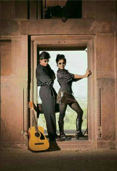 Shahrukh Khan and his wife Gauri Khan on the sets of Pardes movie