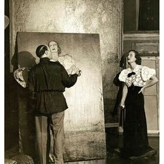 Joan Crawford sitting for portrait painter Federico Beltran Masses, 1932 Hollywood Cinema, Vintage Hollywood, Hollywood Glamour, Classic Hollywood, Spanish Painters, Spanish Artists, Beaux Arts Paris, Sound Film, James Cagney