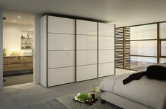 'Multi-forma II Sliding' Design L, featuring fine lines on the doors, resembles traditional Japanese architecture. The high-gloss fronts are available in four finishes; appliqués in four lacquered and five wood finishes add stunning accents.