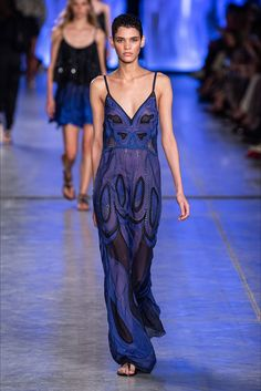 Alberta Ferretti Spring 2020 Ready-to-Wear Fashion Show - Vogue Fashion Moda, Fashion Week, Fashion 2020, Runway Fashion, Boho Fashion, Fashion Brands, Spring Fashion, Fashion Outfits, Fashion Design