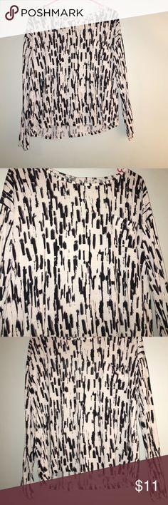 H&M Long Sleeve Tee White and black long sleeve tee, left chest pocket, I cut tags off because they were itchy, size 2 (small) H&M Tops Tees - Long Sleeve