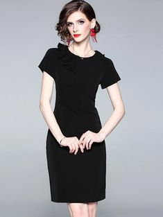 Classic shape can have exciting possibilities, this black bodycon dress is just begging to be transf Bodycon Dress Formal, Bodycon Dress With Sleeves, Bodycon Dress Parties, Black Bodycon Dress, Short Sleeve Dresses, Sheath Dresses, Bodycon Outfits, Mini Dresses, Women's Dresses