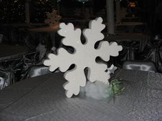 Snowflake Centerpieces by www.idealpartydecorators.com