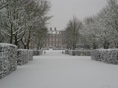 ★ Ham House in winter - Ham House is situated beside the River Thames in Ham, south of Richmond in London Richmond Surrey, Richmond London, Rosewood London, Winter's Tale, London Hotels, River Thames, Isle Of Man, Great Britain, Old Photos