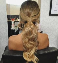 There are many choices of ponytail hairstyles that can be tried to enhance your appearance. From cute ponytails to high or low ponytail hairstyles, they can look messy, elegant and smooth. Messy Ponytail Hairstyles, Low Ponytail Hairstyles, Formal Hairstyles For Long Hair, Short Hair Updo, Down Hairstyles, Wedding Hairstyles, Bridesmaids Hairstyles, Ponytail Ideas, Prom Ponytails