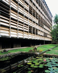 Golconde dormitory for the Sri Aurobindo Ashram in Pondicherry, India. Designed by architects George Nakashima and Antonin Raymond, completed in 1945