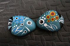 After a simple DIY, tiny stones can be turned into beautiful art to decorate you. Dot Art Painting, Rock Painting Designs, Pebble Painting, Pebble Art, Paint Designs, Stone Painting, Stone Crafts, Rock Crafts, Nature Design