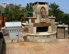 Classic Outdoor Fireplace Designs for Small Patio Space: Elegant Traver Tine Tile Floor Stone Material Style For Inspiration Outdoor Firepla. Outside Fireplace, Deck Fireplace, Outdoor Fireplace Designs, Outdoor Fireplaces, Fireplace Kitchen, Fireplace Kits, Outdoor Rooms, Outdoor Living, Outdoor Kitchens