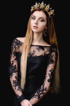 If you are seeking an exquisite and unique adornment of modern design for the birthday or theme party or just for photo shoot, we are very glad to offer you this charming crystal queen crown. Highlight your femininity and sophistication wearing this jewelry! Look sweet, look