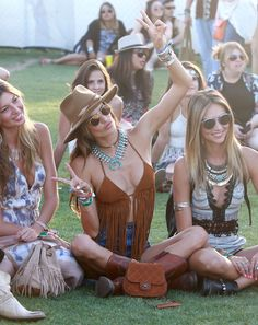 Alessandra Ambrosio looks festival ready at Coachella Coachella Festival, Music Festival Outfits, Festival Wear, Festival Fashion, Hippie Style, Mode Hippie, Bohemian Mode, Look Boho Chic, Hippy Chic
