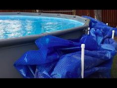 Quick tutorial on how to make your own solar pool cover holder. Makes it a lot easier to remove the cover and also to put it on, with the added benefit of sa. Pvc Pool, Diy Swimming Pool, Swimming Pool Designs, Pool Fun, Above Ground Pool Cover, Above Ground Pool Decks, Ground Pools, Above Ground Pool Landscaping, Backyard Landscaping