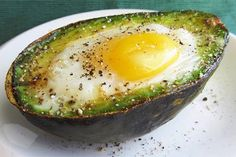 Eat This Protein-Packed Breakfast to Reduce Inflammation And Your Waistline - Healthy Food House Healthy Protein Breakfast, Nutritious Breakfast, Paleo Breakfast, Healthy Fats, Avocado Breakfast, Baked Avocado, Nutrition, How To Make Breakfast, Heart Healthy Recipes