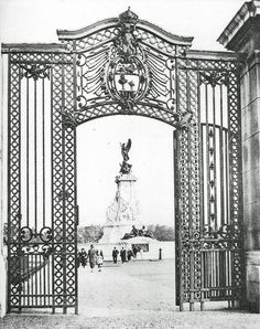 Vintage Photo ~ The Queen Victoria Memorial photographed through the Canada Gate.