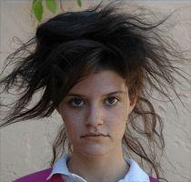 La glicerina es una buena manera de atraer humedad hacia el cabello reseco. Aquí encontrarás varias recetas de cómo usar la glicerina para el cabello.