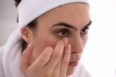 7 Face Scrub Tips For Natural Glowing Skin - Beauty Box Skincare Dark Circles Under Eyes, Dark Under Eye, Base Hd, Facial, Eye Cream Reviews, Best Eye Cream, Eye Wrinkle, Putting On Makeup, Beauty Skin