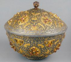 Anode bowl with lid, the Ottoman Empire, mid. (in the Topkapi Palace Museum) Les Balkans, Empire Ottoman, Ottoman Turks, Istanbul Travel, Vase Shapes, Turkish Jewelry, Turkish Delight, Historical Art, Islamic Art