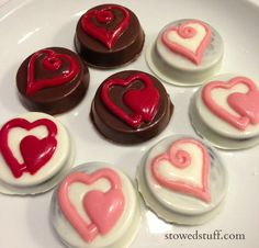 How To Make Chocolate Covered Oreos #valentinesday #treats #chocolate #oreos #dipped #cookies