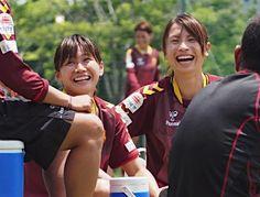 INAC神戸の練習に合流した日本代表の川澄(左)と鮫島=10日、神戸市東灘区 - Yahoo!ニュース(時事通信)