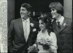 1969 Press Photo Dean Martin escorts daughter and her groom after their wedding