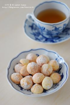 달콤한 스폰지...다쿠아즈 : 네이버 블로그 Korean Bread Recipe, Köstliche Desserts, Delicious Desserts, Bread Recipes, Cooking Recipes, Bread Cake, Coffee Cafe, Korean Food, Donuts