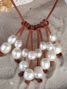 Artículos similares a Agua dulce collar de perla y cuero en Etsy Más